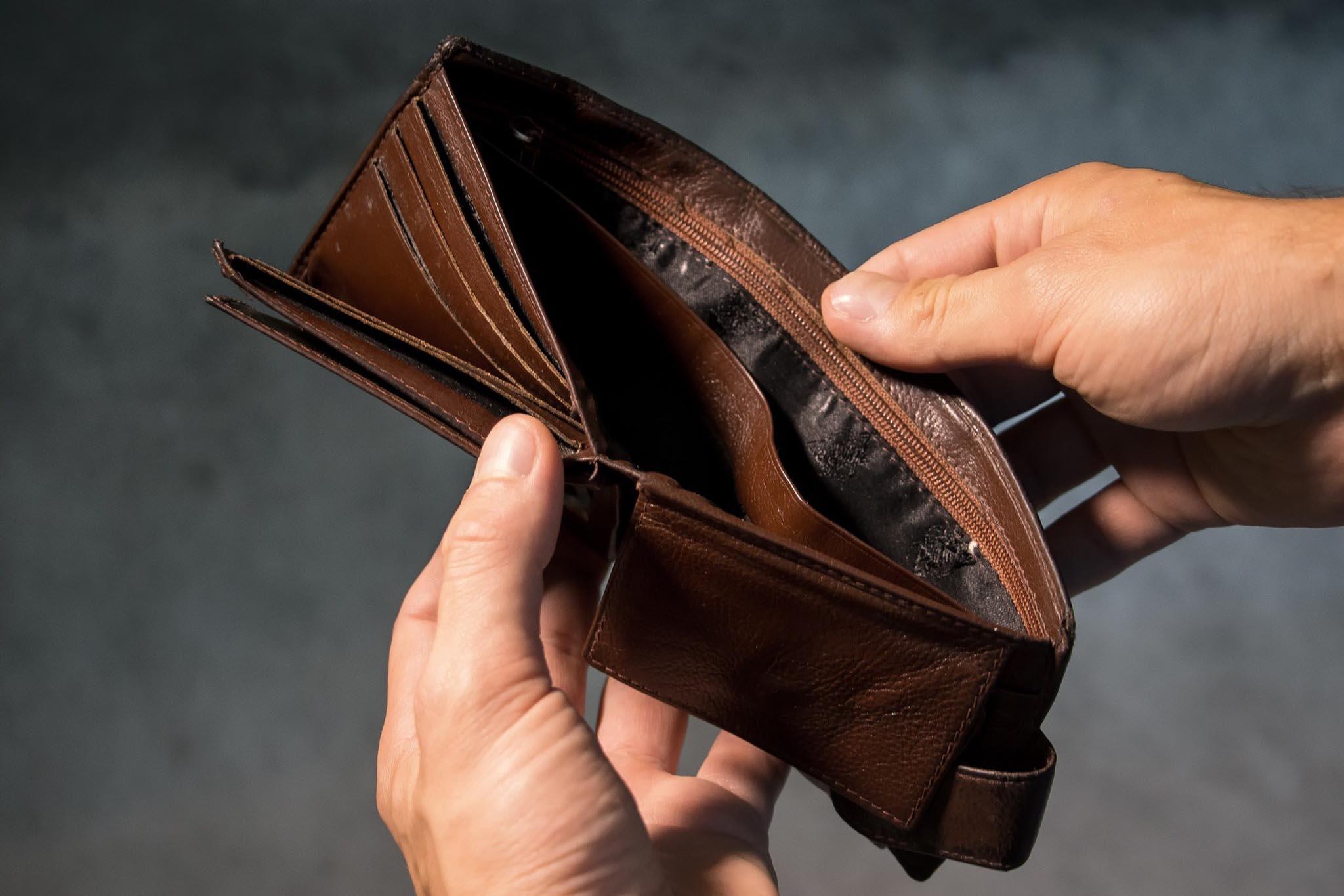 Mơ thấy cái ví rỗng là điềm báo gì ? May mắn hay xui xẻo?