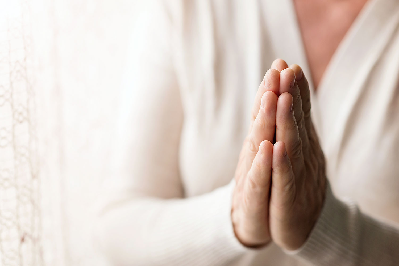 Nằm mơ thấy đi cầu nguyện có ý nghĩa gì ? May hay xui?